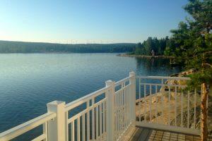 balustrada-aluminiowa-nad-jeziorem