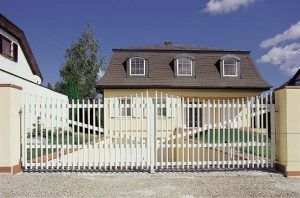 plot_palisadowy_ogrodzenie_aluminiowe3